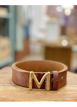 """Cinturón de piel letra """"M"""""""